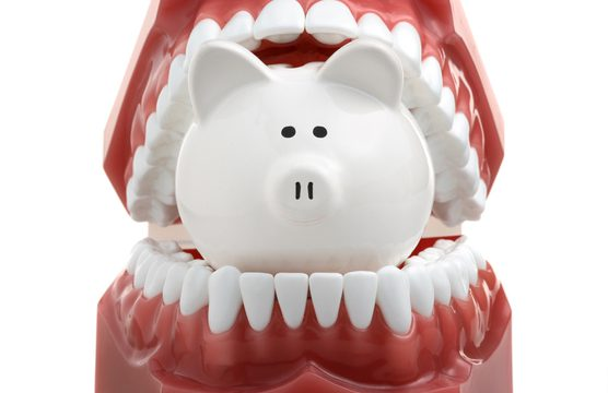 インプラント費用の相場と当院での費用